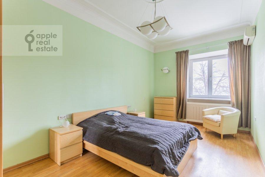 Спальня в 2-комнатной квартире по адресу Тараса Шевченко наб. 1