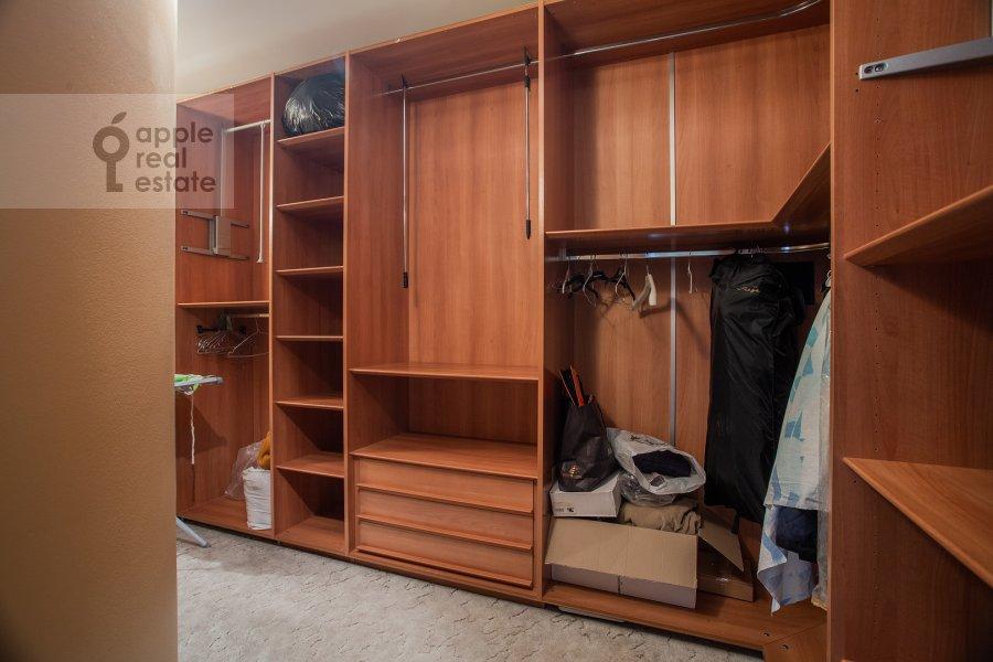 Гардеробная комната / Постирочная комната / Кладовая комната в 6-комнатной квартире по адресу Саввинская наб. 7С3