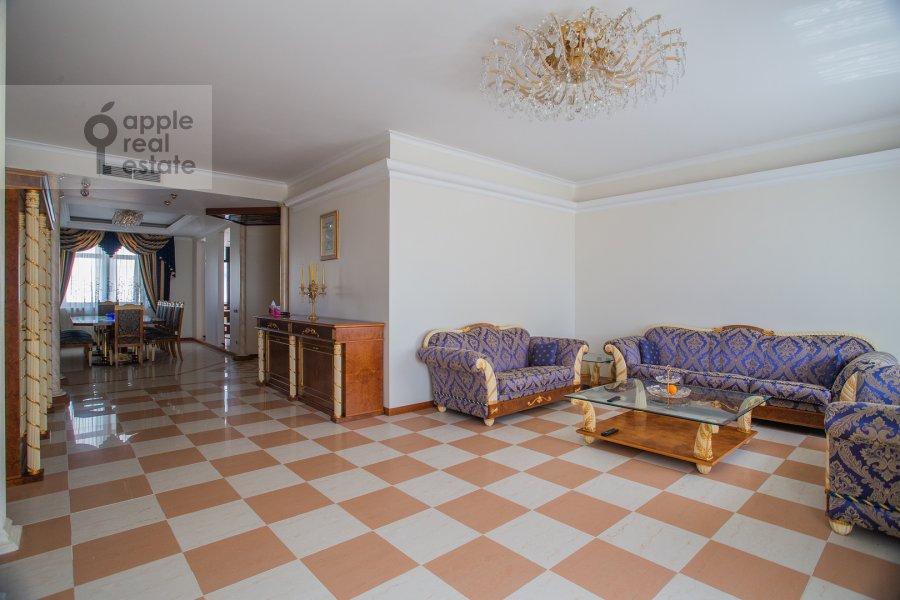 Гостиная в 6-комнатной квартире по адресу Саввинская наб. 7С3