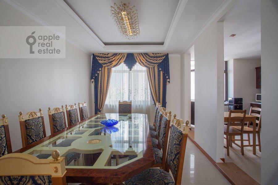 Кухня в 6-комнатной квартире по адресу Саввинская наб. 7С3
