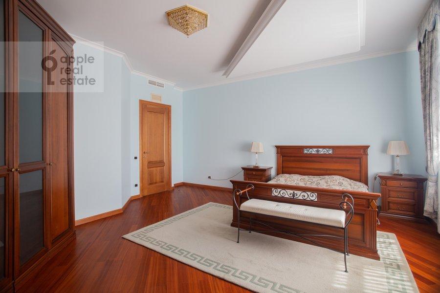 Спальня в 6-комнатной квартире по адресу Саввинская наб. 7С3
