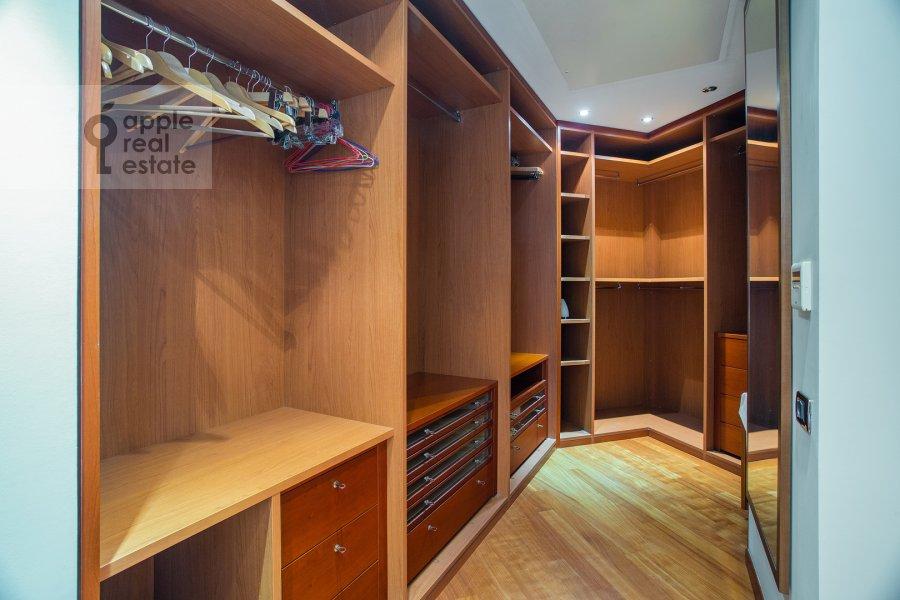 Walk-in closet / Laundry room / Storage room of the 4-room apartment at Krasnoproletarskaya ulitsa 7