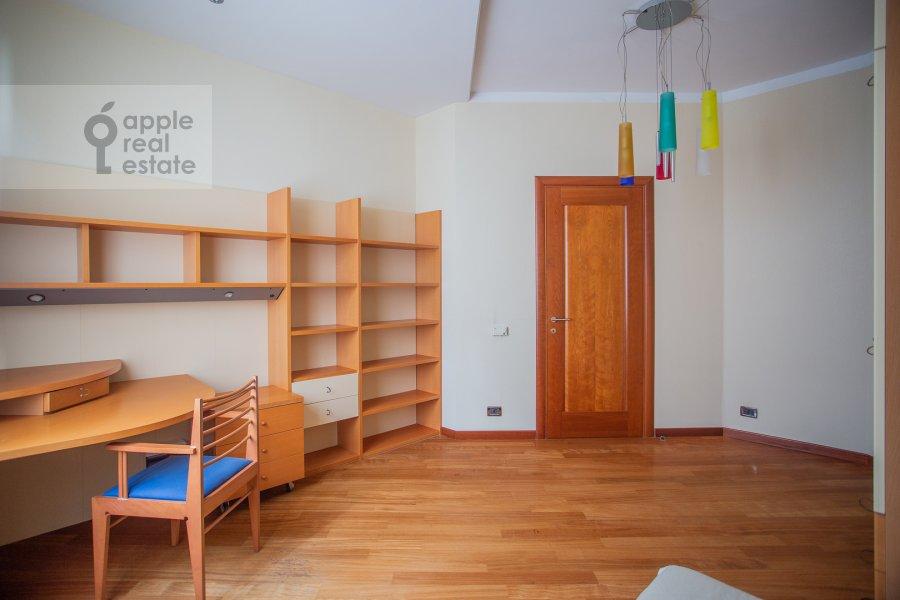 Children's room / Cabinet of the 4-room apartment at Krasnoproletarskaya ulitsa 7