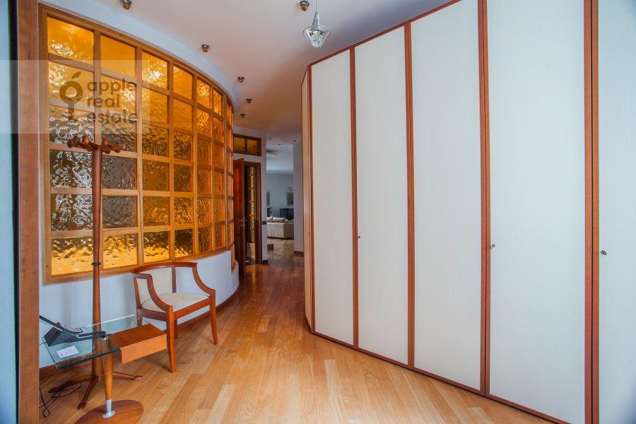 Corridor of the 4-room apartment at Krasnoproletarskaya ulitsa 7