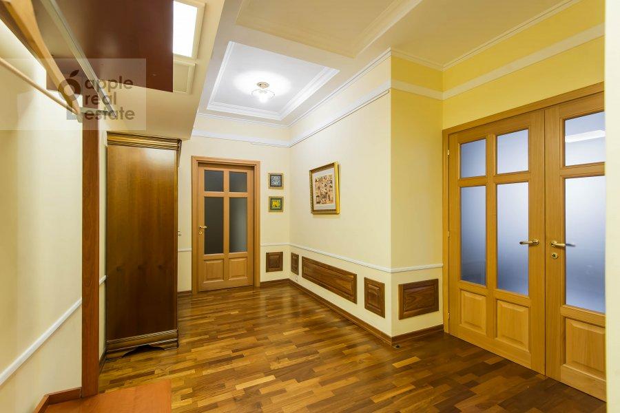 Corridor of the 3-room apartment at Pochtovaya Bol'shaya ul. 5
