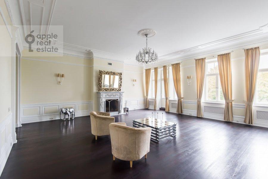 Living room of the 5-room apartment at Malyy Levshinskiy pereulok 7