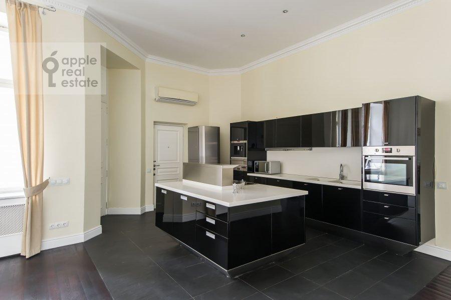 Kitchen of the 5-room apartment at Malyy Levshinskiy pereulok 7