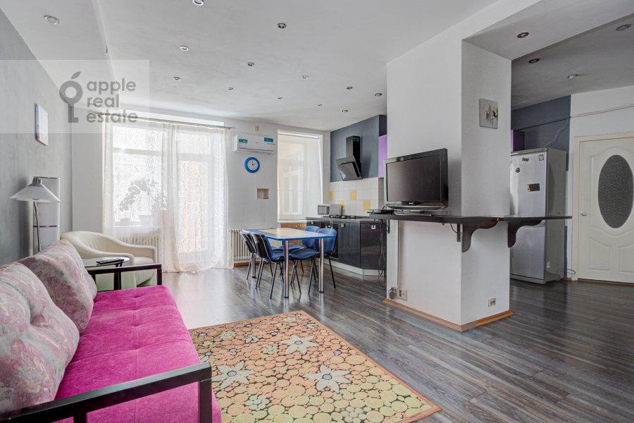 Living room of the 3-room apartment at Mansurovskiy per. 6