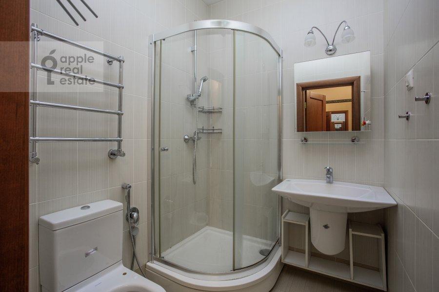 Санузел в 4-комнатной квартире по адресу Островной пр. 8
