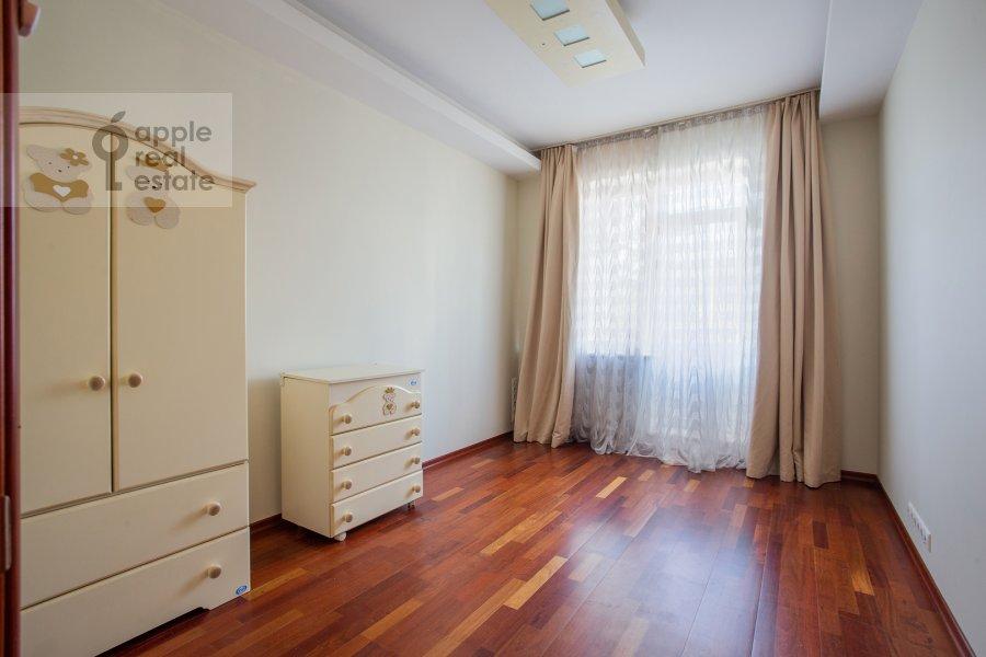Детская комната / Кабинет в 4-комнатной квартире по адресу Островной пр. 8
