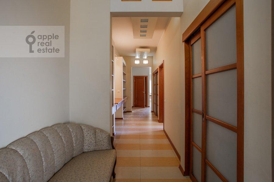Коридор в 4-комнатной квартире по адресу Островной пр. 8