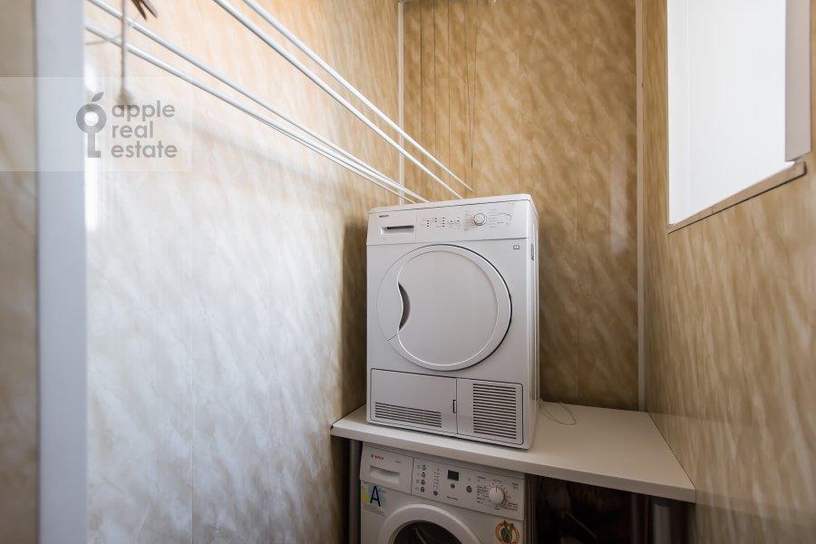 Walk-in closet / Laundry room / Storage room of the 5-room apartment at Bol'shaya Ordynka 67