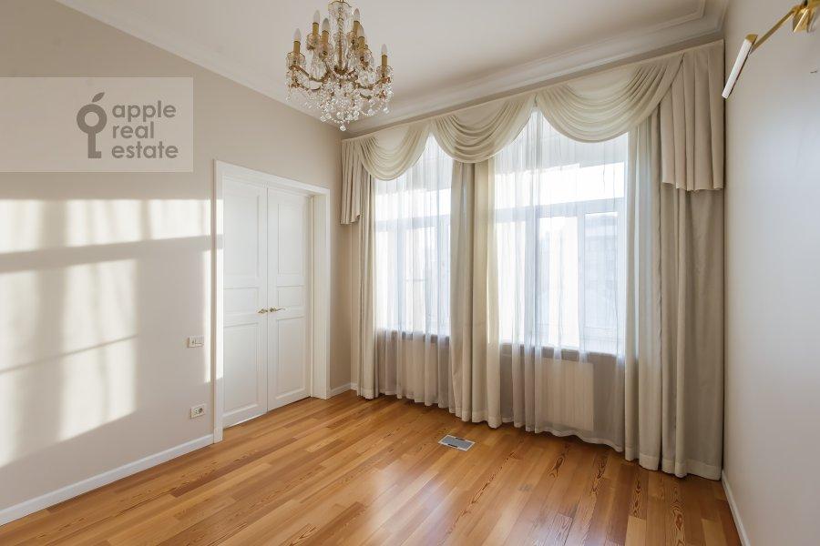 Children's room / Cabinet of the 5-room apartment at Bol'shaya Ordynka 67
