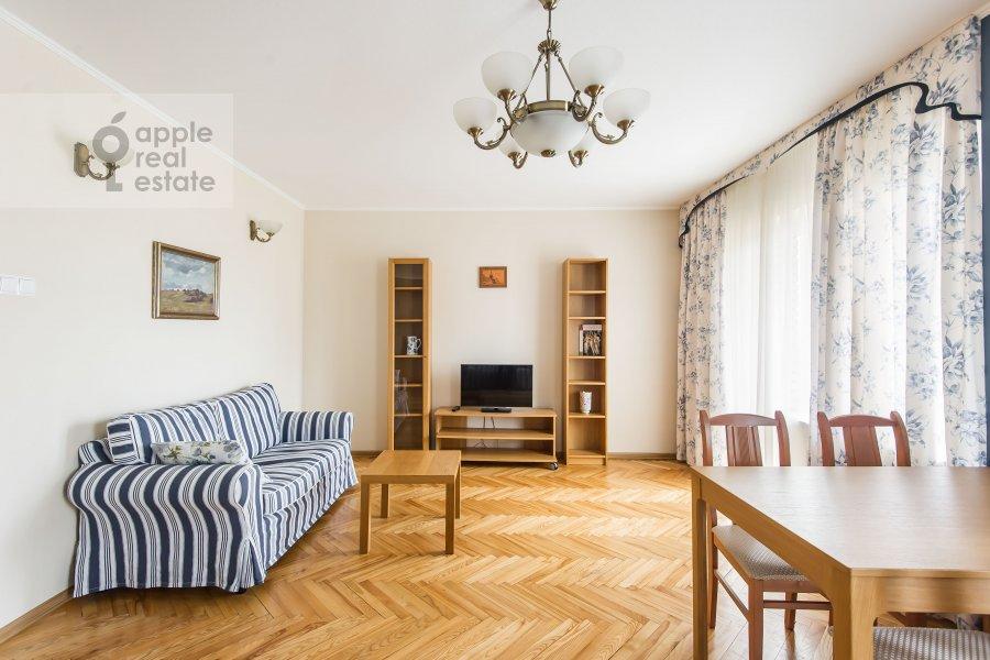 Living room of the 2-room apartment at Gruzinskaya Bol'shaya ul. 39