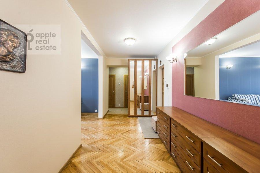 Corridor of the 2-room apartment at Gruzinskaya Bol'shaya ul. 39