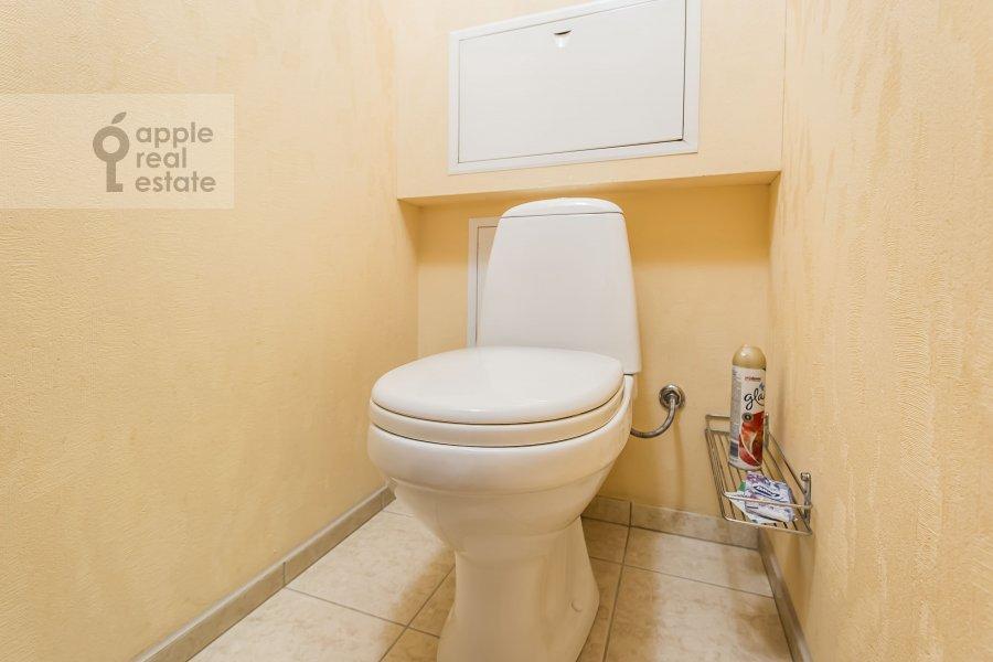 Bathroom of the 2-room apartment at Gruzinskaya Bol'shaya ul. 39