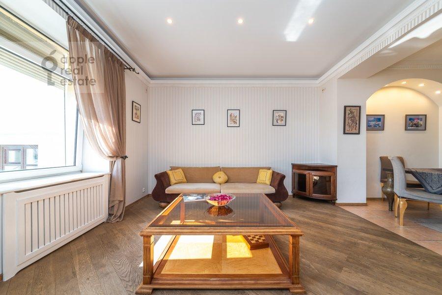 Living room of the 6-room apartment at Tverskaya ul. 27