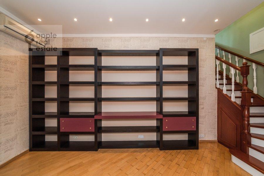 Children's room / Cabinet of the 6-room apartment at Tverskaya ul. 27