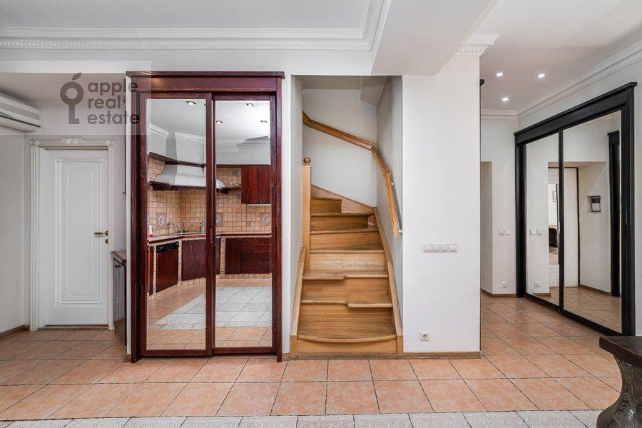Corridor of the 6-room apartment at Tverskaya ul. 27