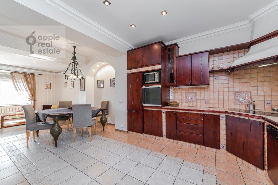 Kitchen of the 6-room apartment at Tverskaya ul. 27