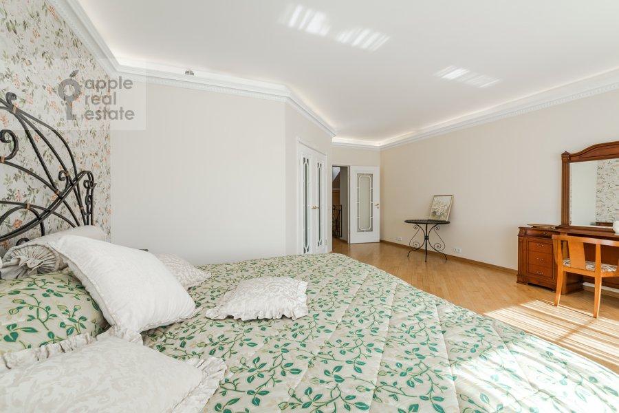 Bedroom of the 6-room apartment at Tverskaya ul. 27