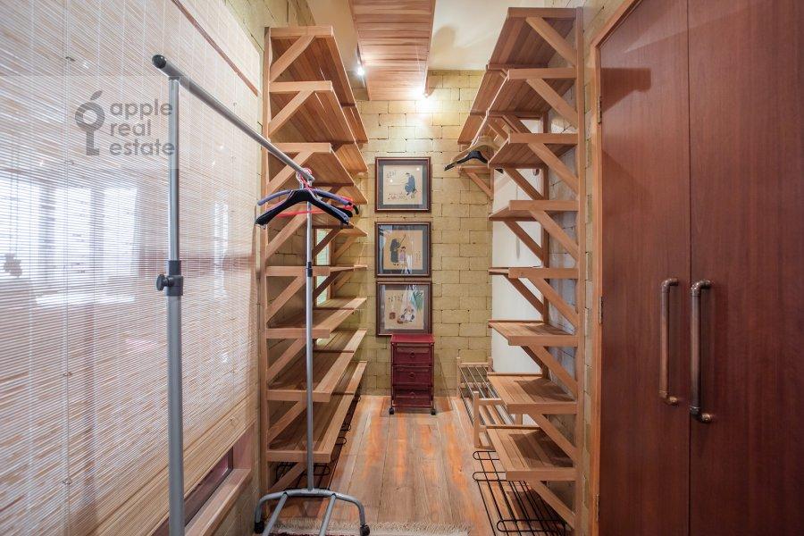 Гардеробная комната / Постирочная комната / Кладовая комната в 4-комнатной квартире по адресу Мосфильмовская ул. 70к4