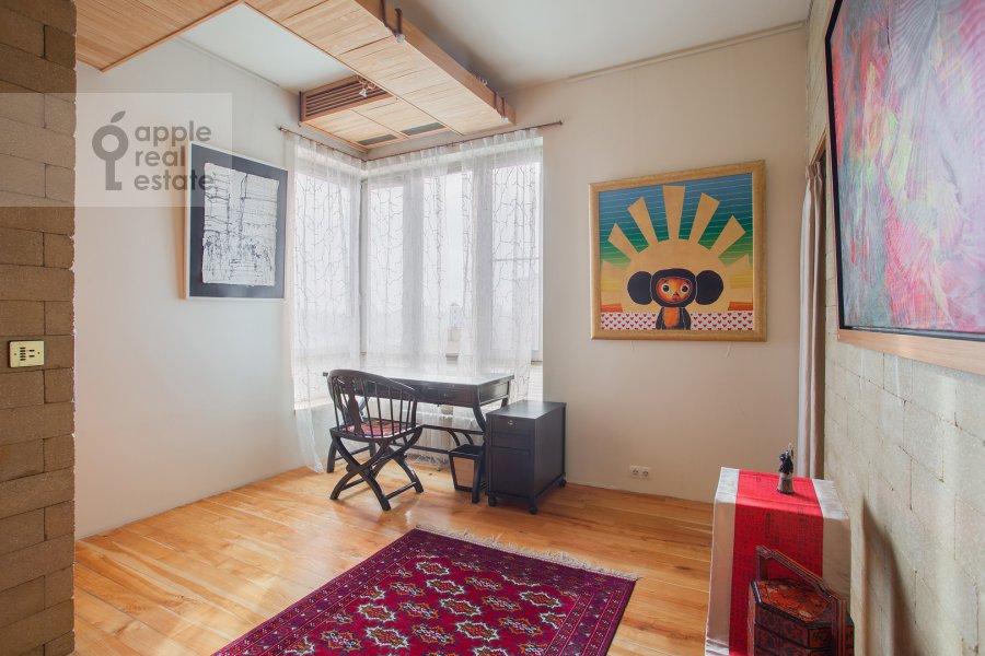 Детская комната / Кабинет в 4-комнатной квартире по адресу Мосфильмовская ул. 70к4