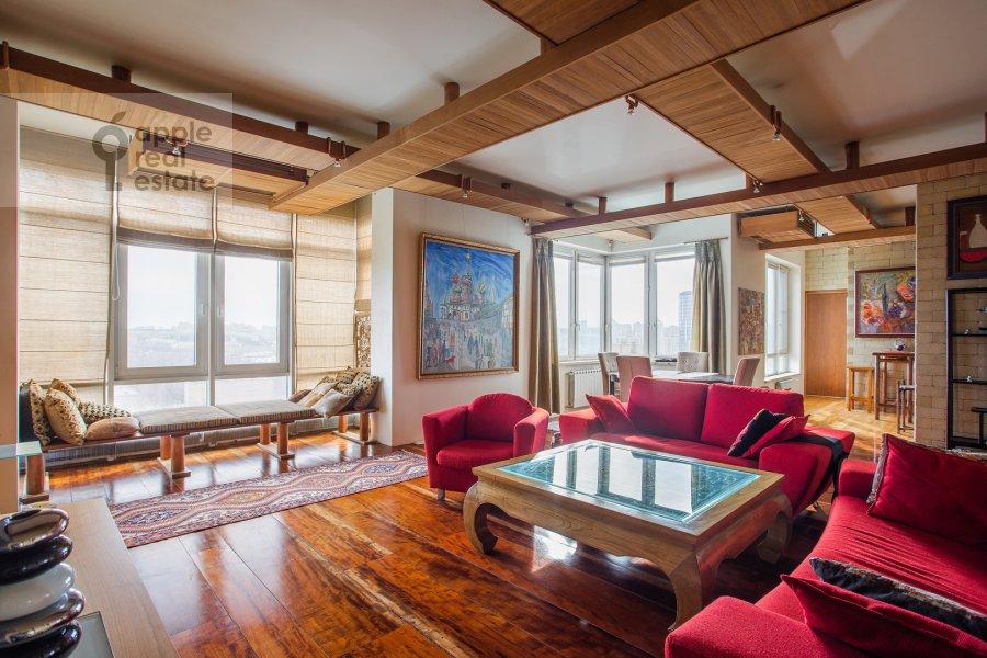 Гостиная в 4-комнатной квартире по адресу Мосфильмовская ул. 70к4