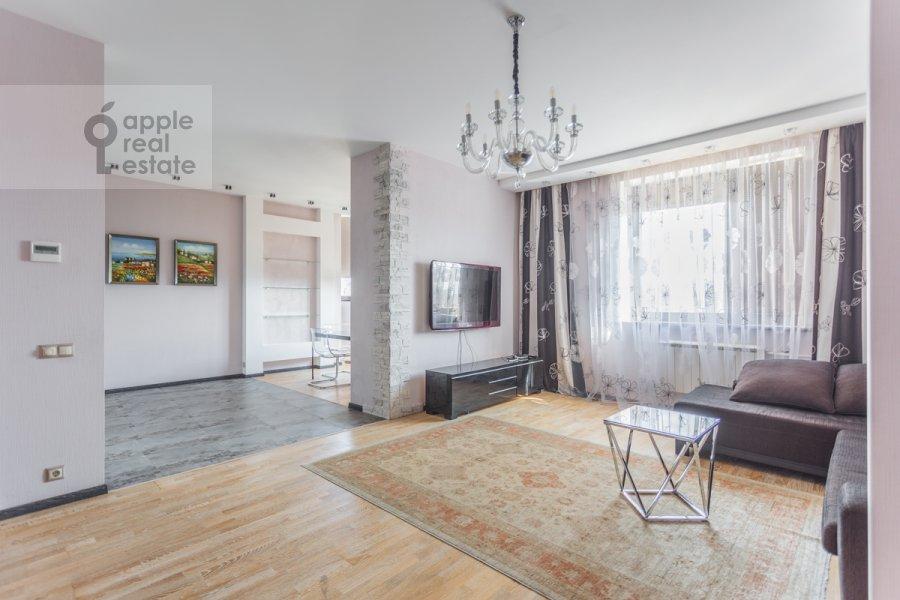Living room of the 3-room apartment at Udal'tsova ul. 81