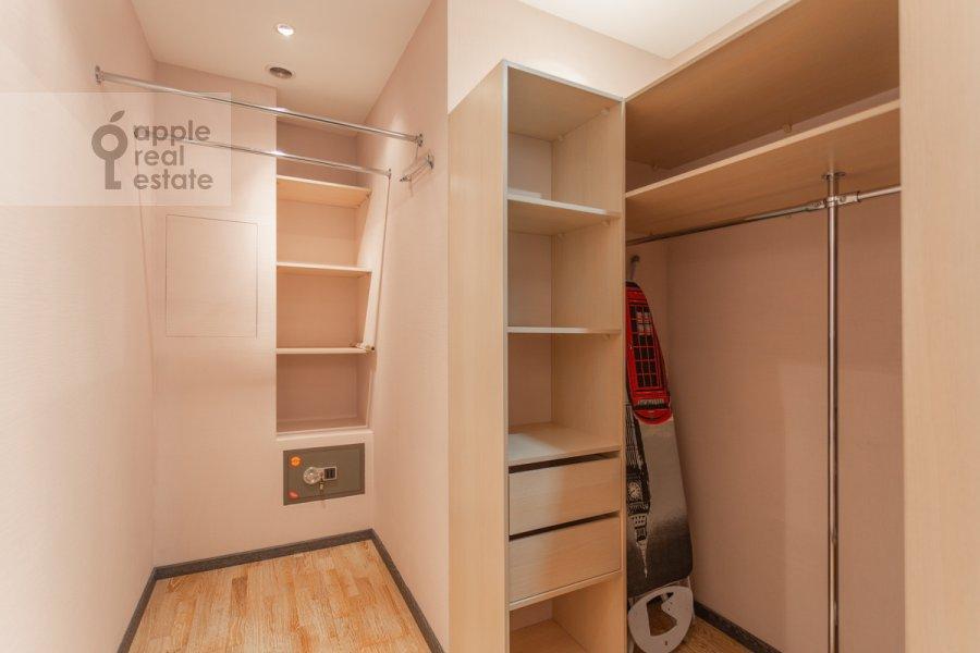 Walk-in closet / Laundry room / Storage room of the 3-room apartment at Udal'tsova ul. 81