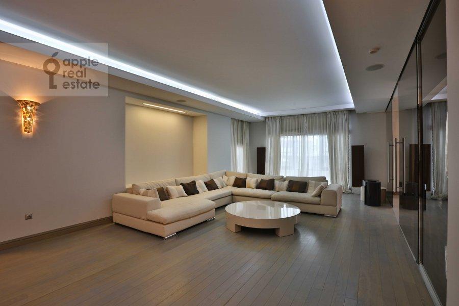Гостиная в 4-комнатной квартире по адресу Зачатьевский 1-й пер. 5