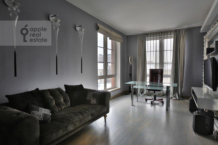 Детская комната / Кабинет в 4-комнатной квартире по адресу Зачатьевский 1-й пер. 5