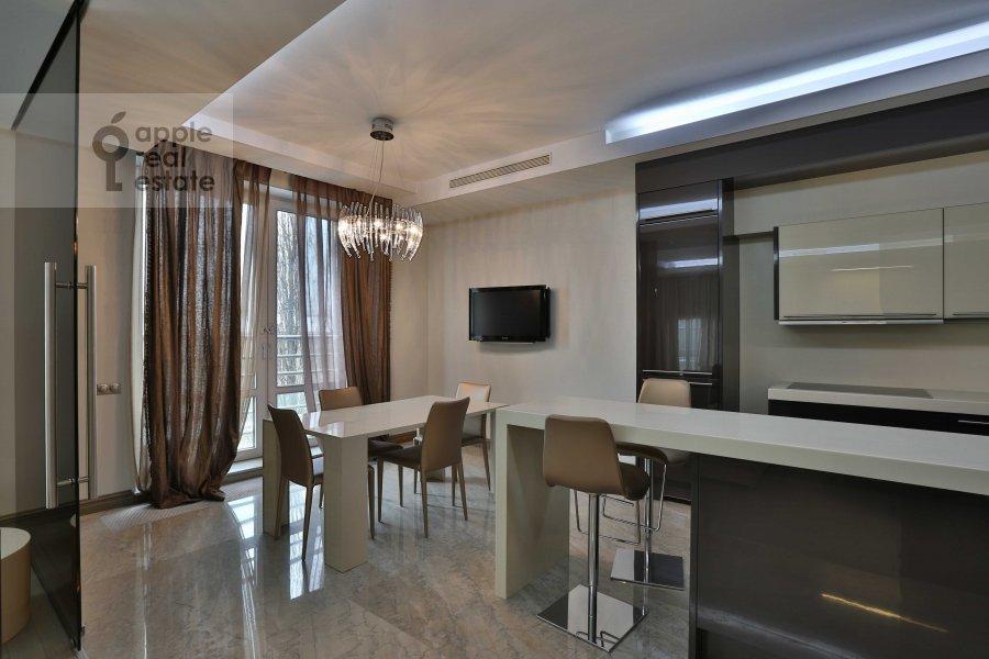 Кухня в 4-комнатной квартире по адресу Зачатьевский 1-й пер. 5