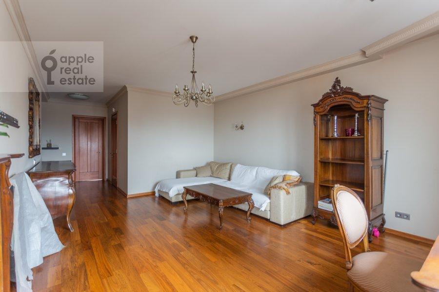 Living room of the 2-room apartment at Novocheremushkinskaya ulitsa 34k1