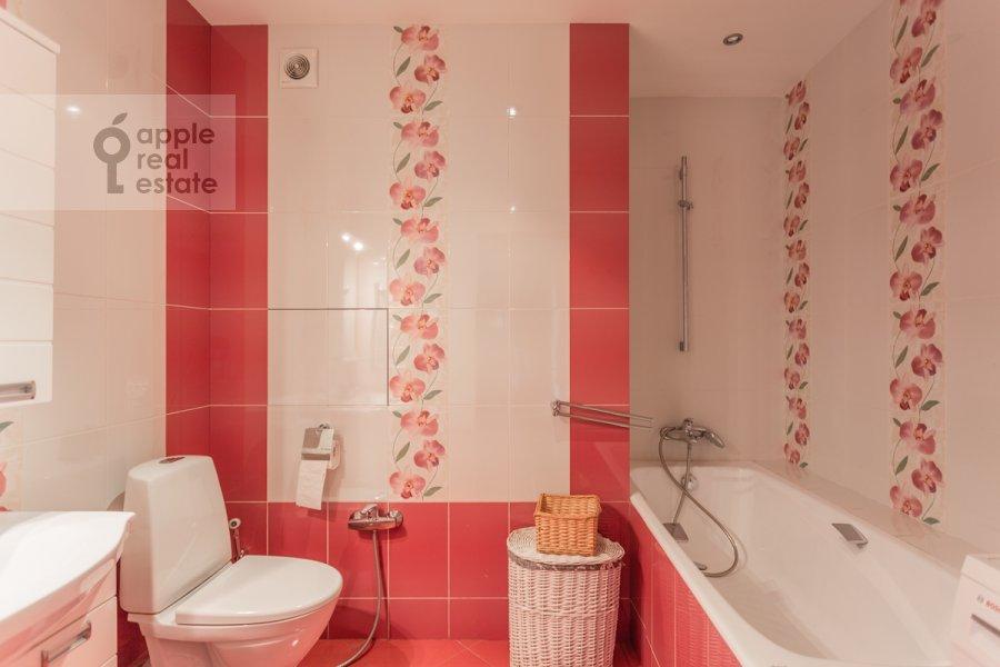 Bathroom of the 2-room apartment at Novocheremushkinskaya ulitsa 34k1