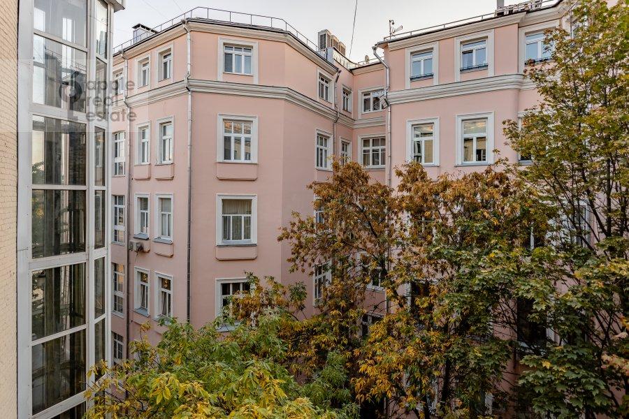 Вид из окна в 3-комнатной квартире по адресу Сивцев Вражек пер. 21