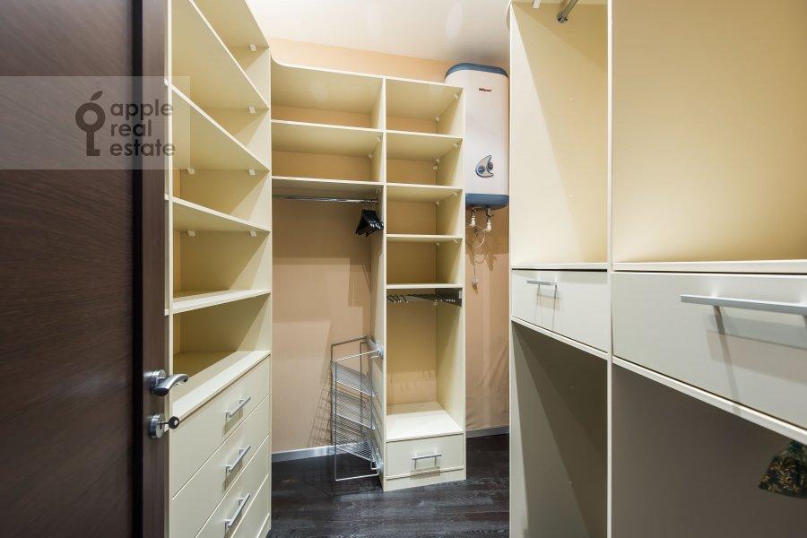 Гардеробная комната / Постирочная комната / Кладовая комната в 3-комнатной квартире по адресу Шаболовка 10к1