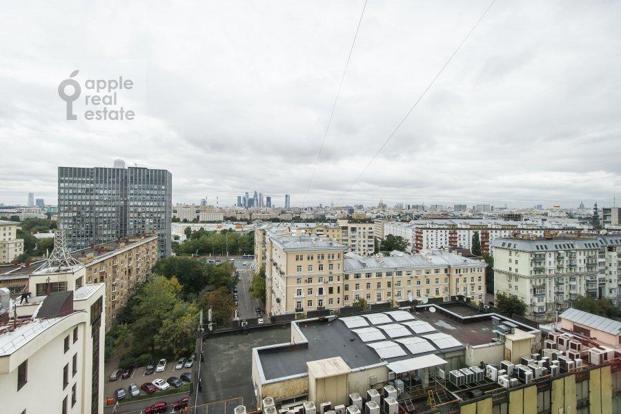Вид из окна в 3-комнатной квартире по адресу Шаболовка 10к1
