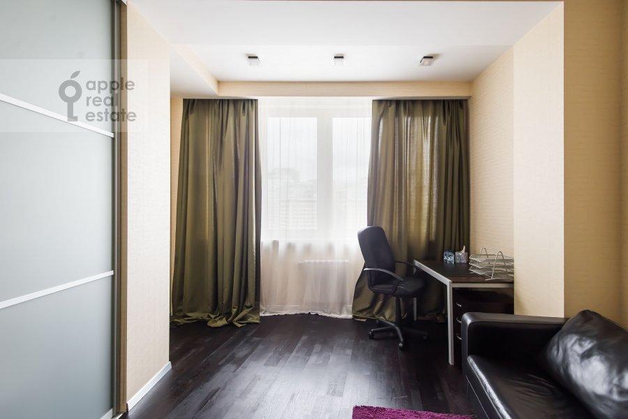 Детская комната / Кабинет в 3-комнатной квартире по адресу Шаболовка 10к1