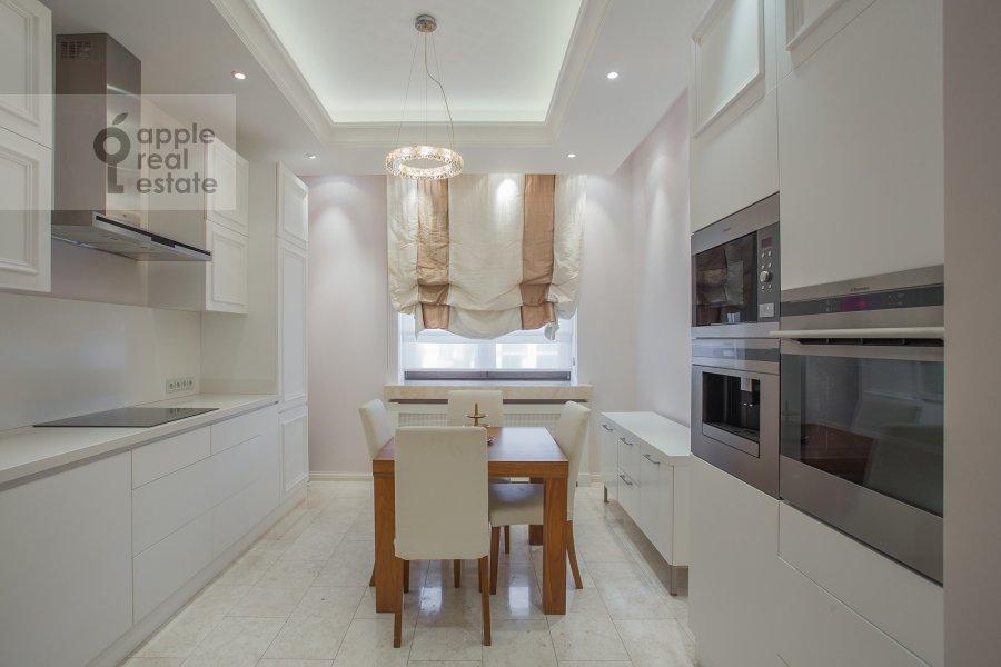 Кухня в 3-комнатной квартире по адресу Хилков пер. 1