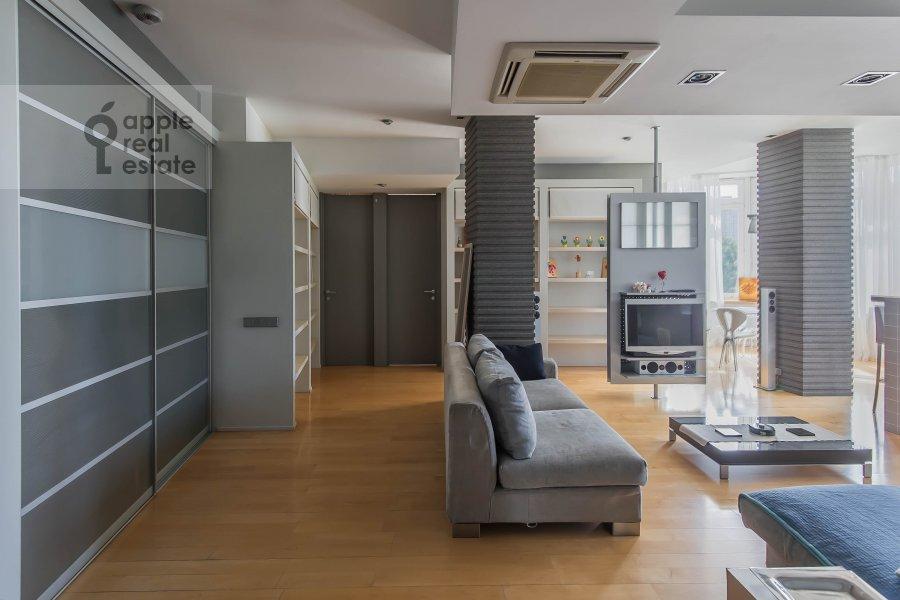 Corridor of the 3-room apartment at Arkhitektora Vlasova 22