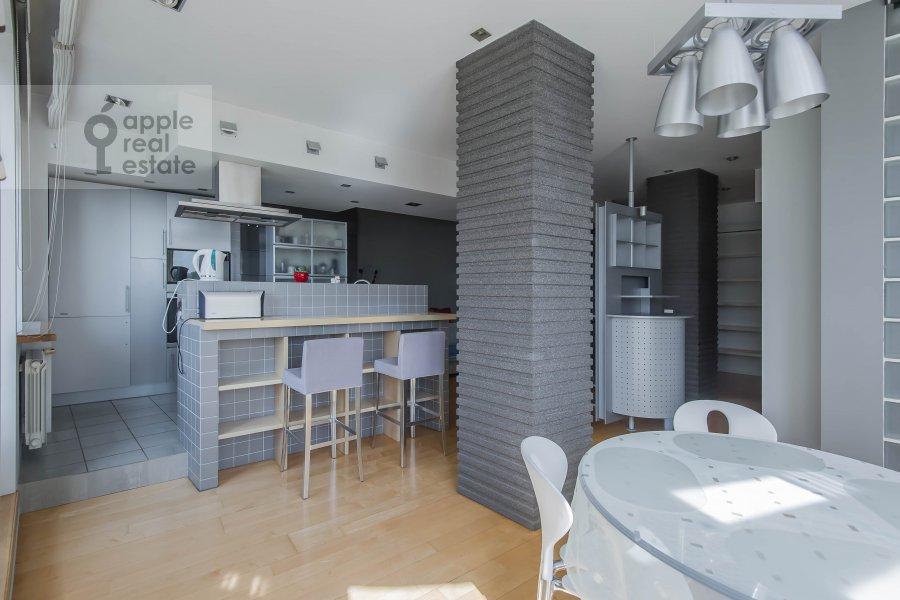 Living room of the 3-room apartment at Arkhitektora Vlasova 22