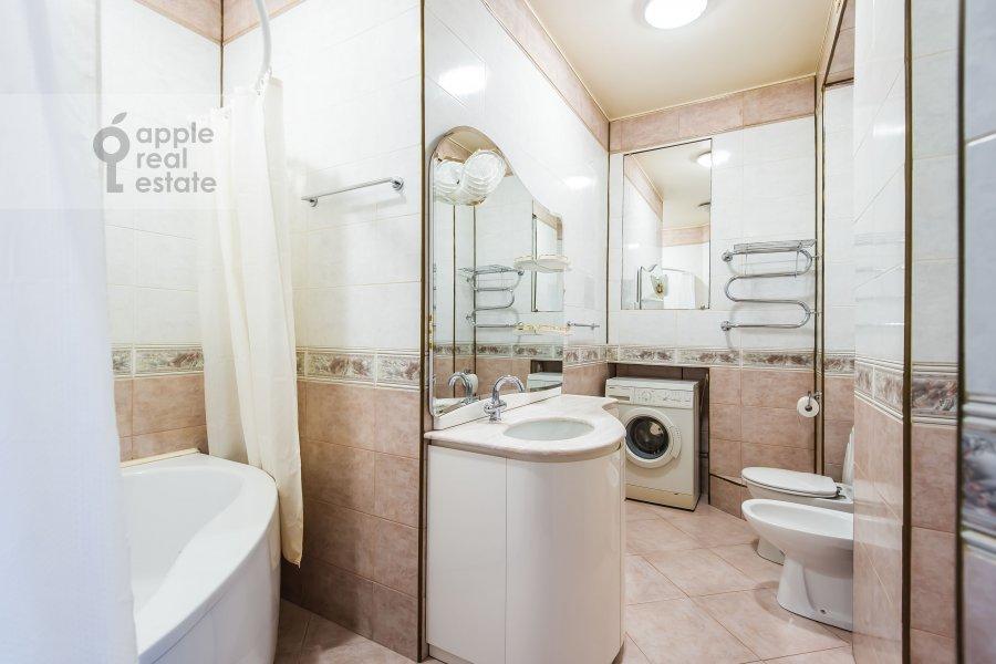 Санузел в 2-комнатной квартире по адресу Удальцова ул. 32с1