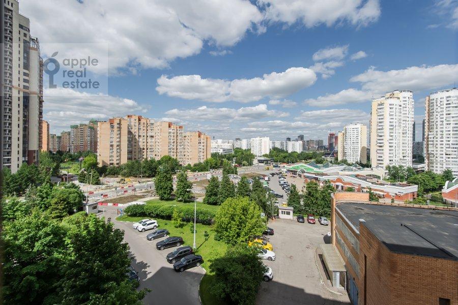 Вид из окна в 2-комнатной квартире по адресу Удальцова ул. 32с1