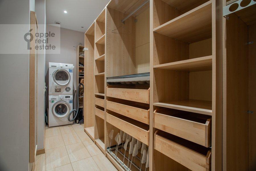 Walk-in closet / Laundry room / Storage room of the 4-room apartment at Kolymazhnyy pereulok 10
