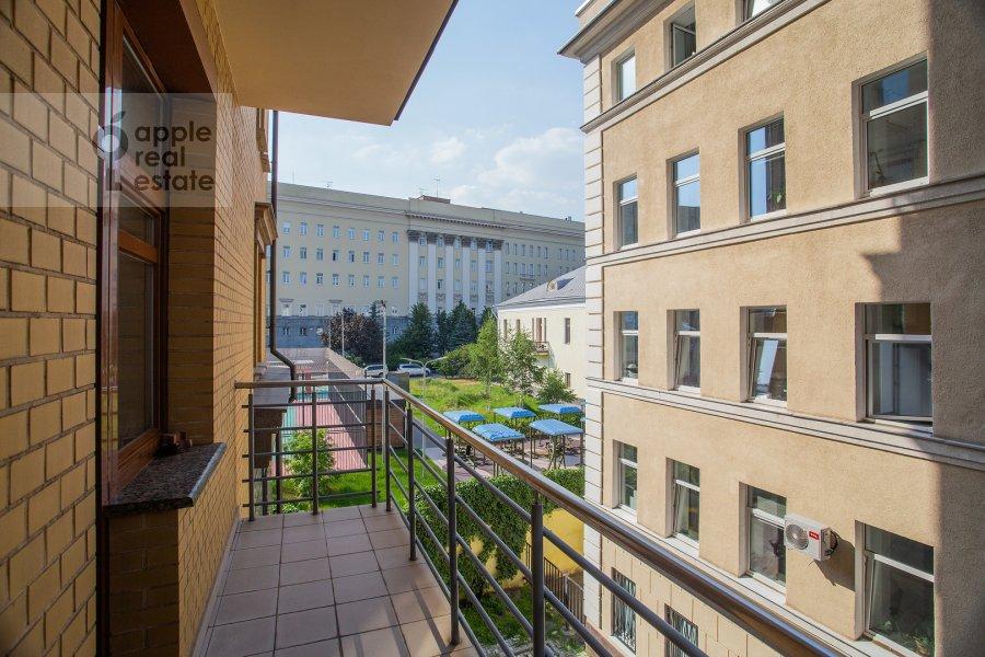 Balcony / Terrace / Loggia of the 4-room apartment at Kolymazhnyy pereulok 10