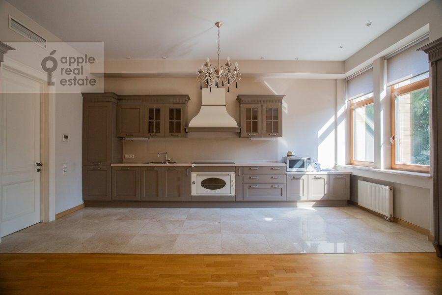 Kitchen of the 4-room apartment at Kolymazhnyy pereulok 10