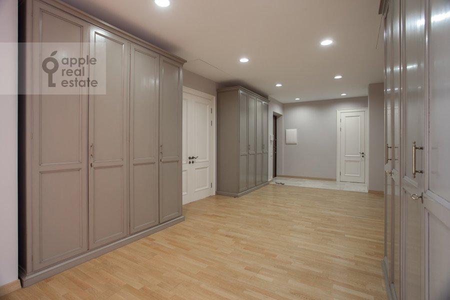 Corridor of the 4-room apartment at Kolymazhnyy pereulok 10