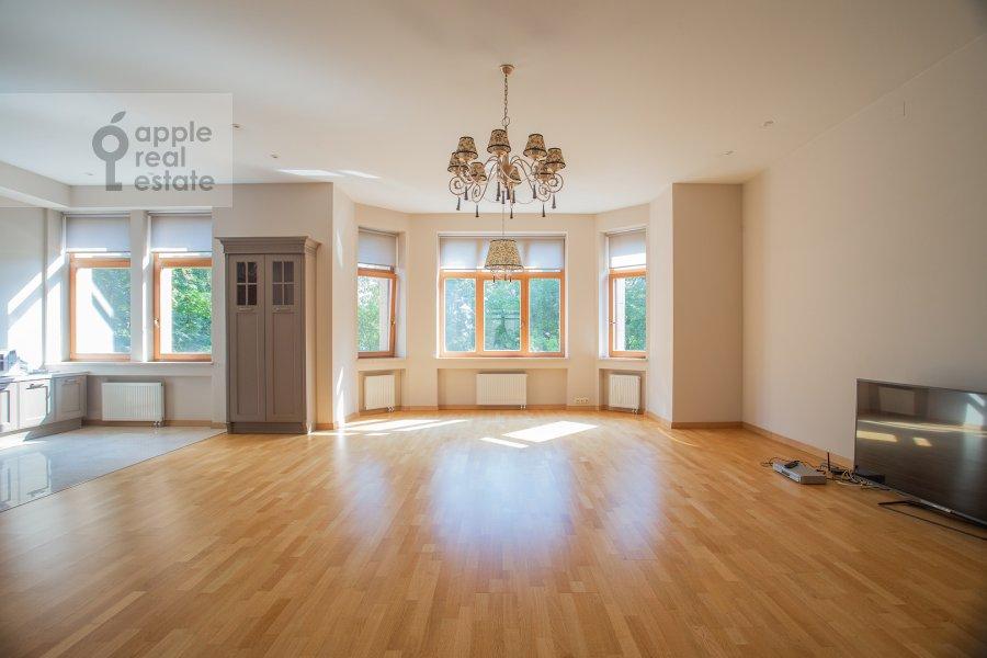 Living room of the 4-room apartment at Kolymazhnyy pereulok 10