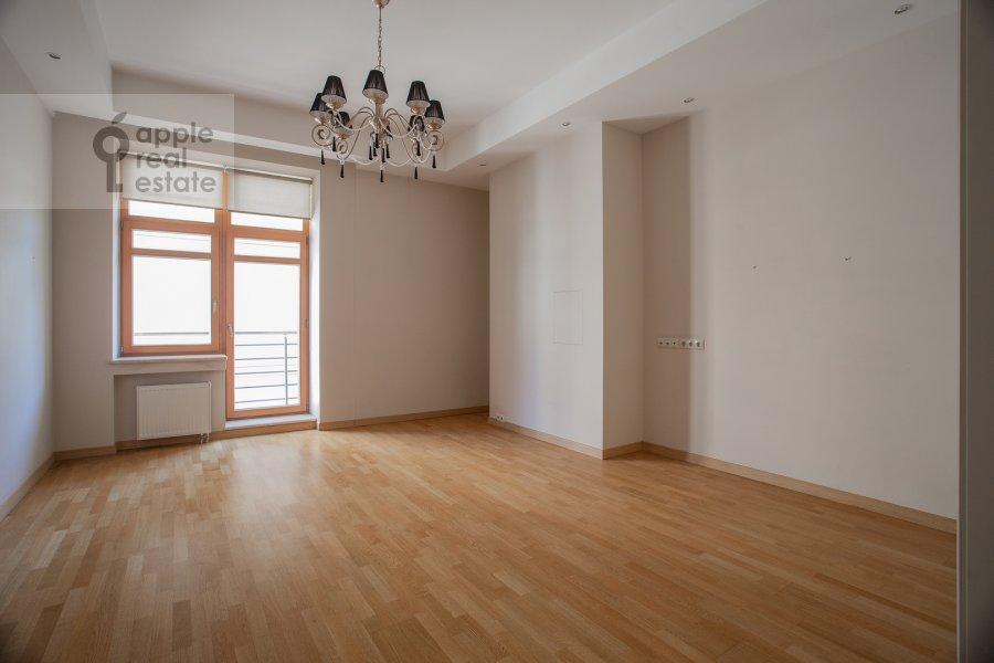 Children's room / Cabinet of the 4-room apartment at Kolymazhnyy pereulok 10